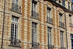 Place des Vosges Hôtel de Chaulnes
